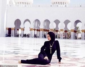 Nollyafri: Seriously Muslims Angrily Blast Selena Gomez